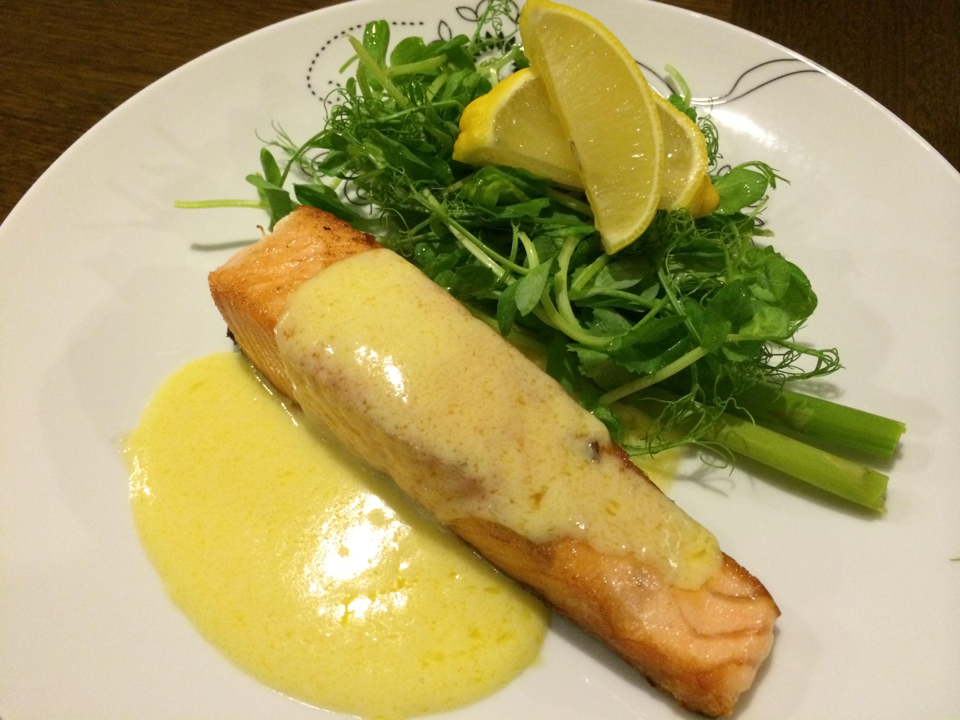 Edisi Kali Ini Saya Membuat Resep Ikan Salmon Goreng Dengan Saus Yang Sangat Istimewa Bagi Kalian Yang Tidak Suka Menggunakan Wine Atau Anggur Jangan