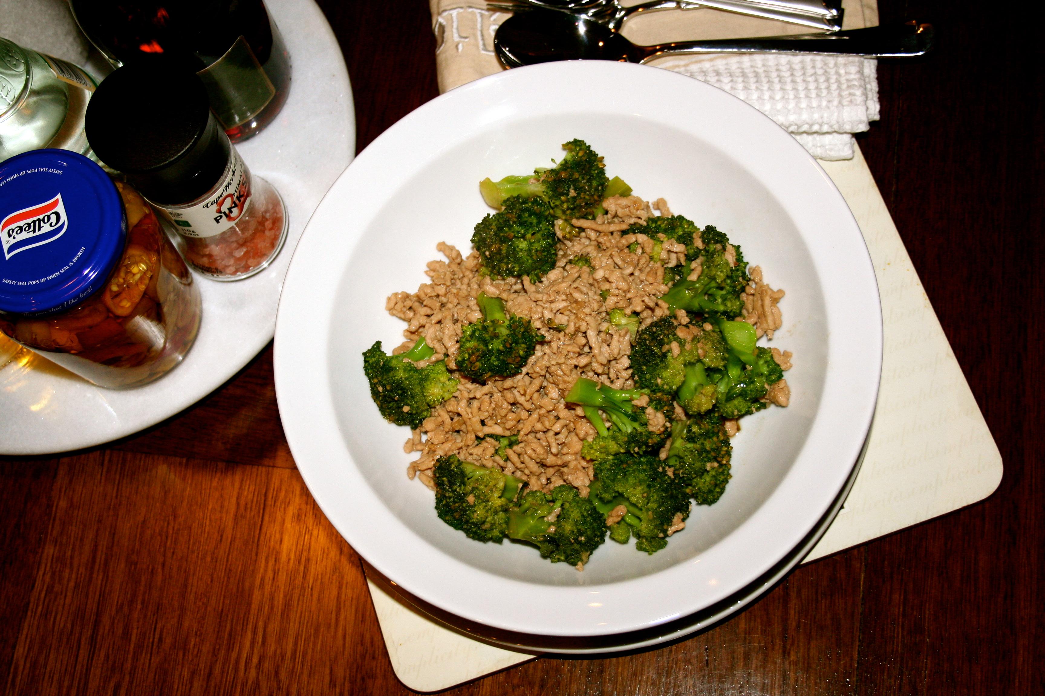 Resep Cara Membuat Sop Brokoli Sosis Enak