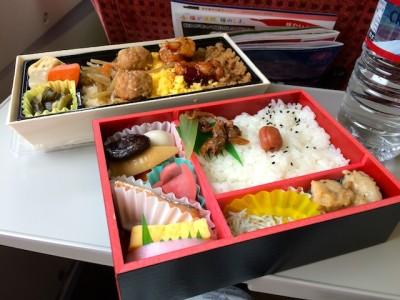 Makanan di dalam kereta api shinkansen bullet train jepang