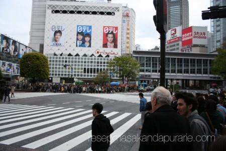 Tempat penyeberangan jalan terkenal di Tokyo