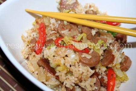 Resep Cara Membuat Nasi Goreng Sosis Enak dan Mudah (cocok untuk bekal sekolah si kecil).